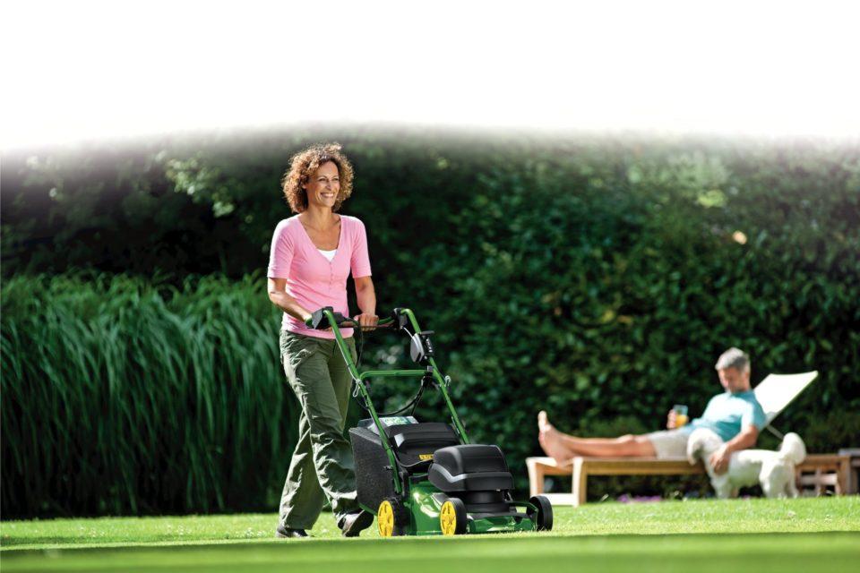"""Czy praca w ogrodzie może być doskonałym """"resetem"""" po całotygodniowej pracy?"""