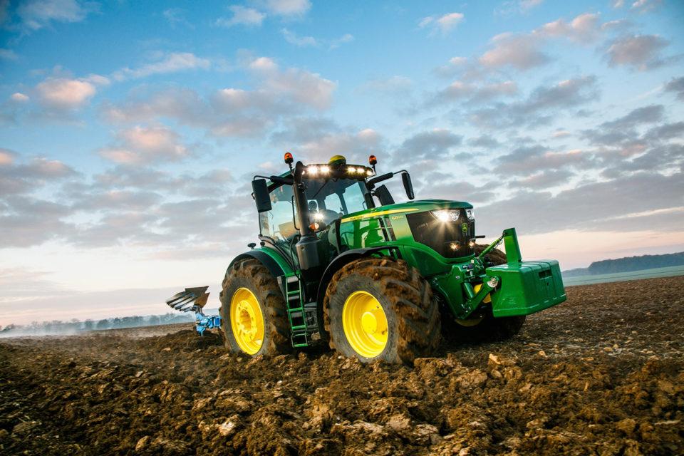John Deere z największą liczbą zarejestrowanych traktorów. Rynek ciągników styczeń – sierpień 2018