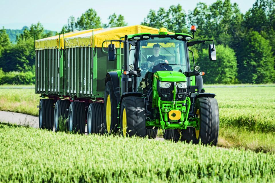 Zupełnie nowe ciągniki serii 6M: Komfort i moc przy kompaktowych wymiarach